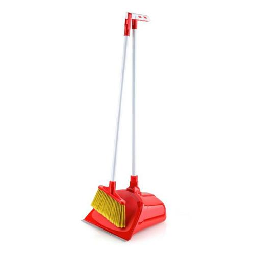 Brush and dustpan with closure on a long stick 1350 Ch